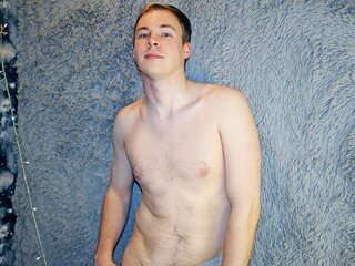 Nude camshow HenryHeroic